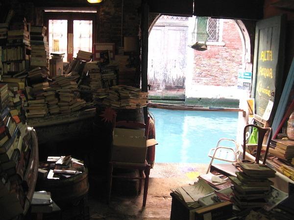 liberia-aqua-bookstore