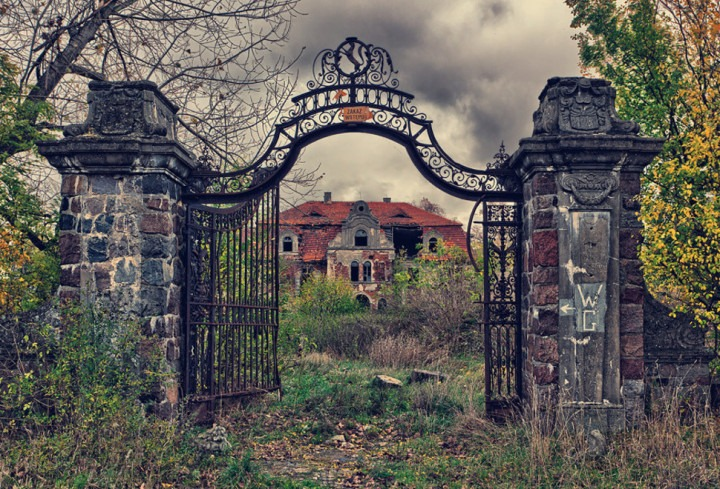 overgrown-palace-poland