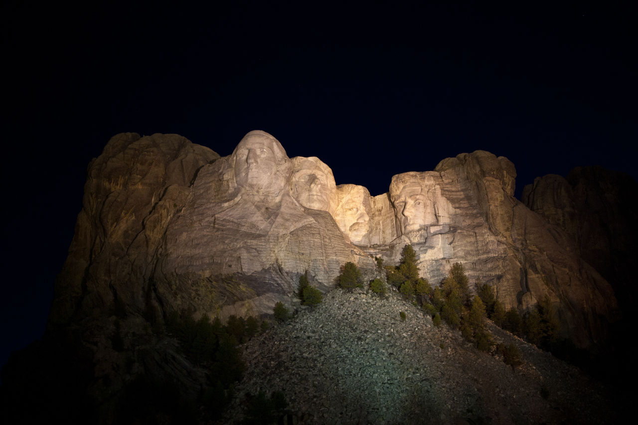 rushmore-illuminated