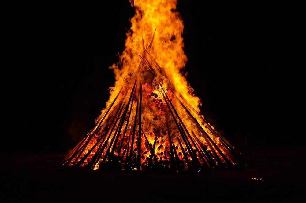 midsummer-bonfire-summer-solstice